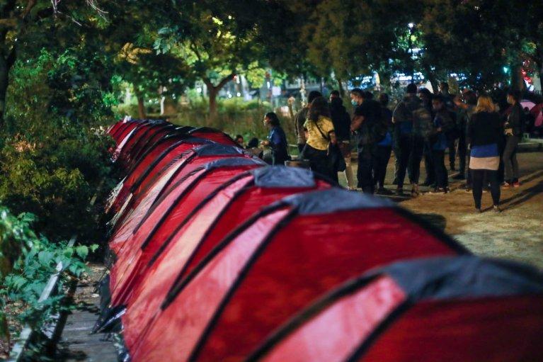 دا کمپ د پاریس په رپوبلیک میدان کې جوړ شوی دی. کرېډېټ: یوتوپیا ۵۶