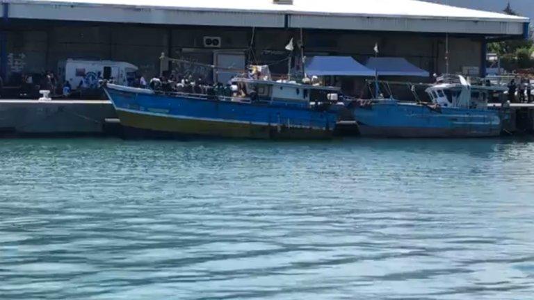 کشتی سریلانکایی که با ٧٢  مهاجر روز دوشنبه ۴ فبروری در روینیون لنگر انداخت. عکس از لایف فیسبوک /  LINFO.re