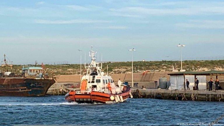 Image d'archives d'un navire des garde-côtes italiens à Lampedusa. Crédit : Ansa