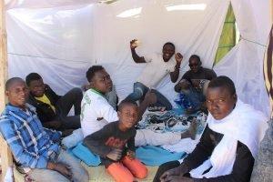 هاجرون أفارقة يتكدسون في مخيمات المدن الجزائرية/التصوير أنسا