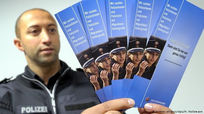 La police a lancé une campagne de recrutement de personnel issu de l'immigration.