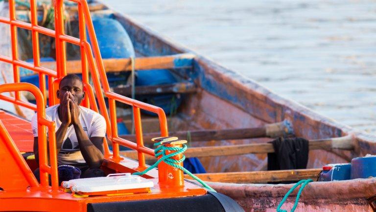 Cet homme fait partie des 37 migrants secourus le 26 septembre par les garde-côtes espagnols au large des îles Canaries. Crédit : Reuters