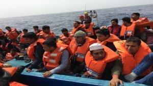 إنقاذ مهاجرين في عرض البحر - بوعلام غبشي