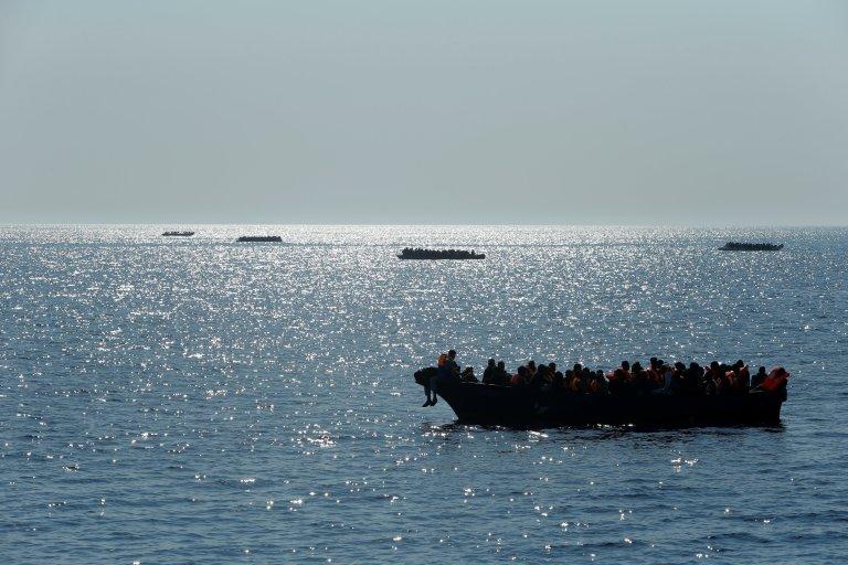 Des migrants au large des côtes libyennes. Crédit : Reuters