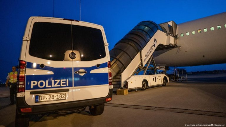 The Federal Police performs only at-random checks on passengers arriving on flights from within the Schengen zone | Photo: picture-alliance/dpa/M. Kappeler