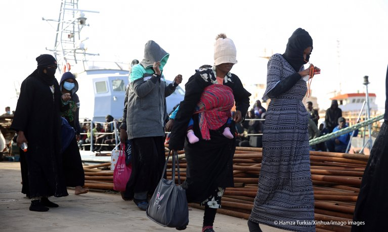 Women and children were among the migrants intercepted and returned to Libya on February 10, 2021 | Photo: Hamza Turkia/Xinhua/Imago Images