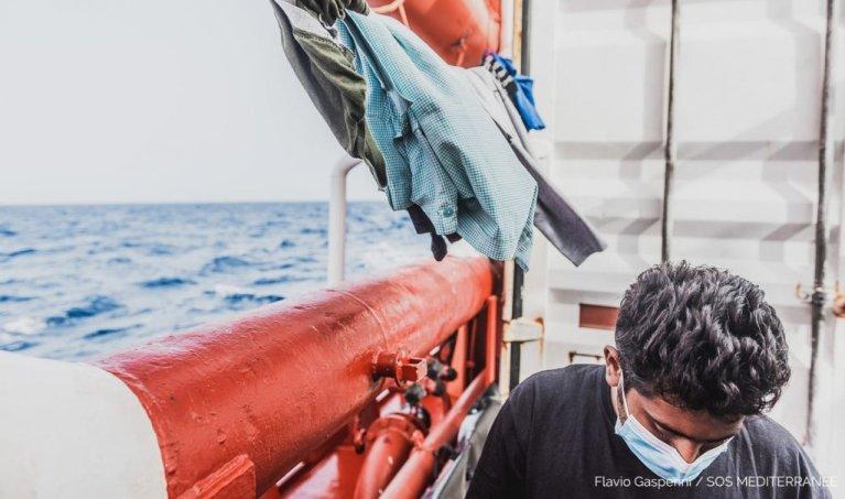 Un homme secouru à bord de l'Ocean Viking, le 29 juin 2020 | Photo : Flavio Gasperini/ SOS Mediterranee via Twitter