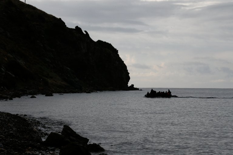 Une embarcation de migrants en mer Égée, au large de l'île de Lesbos. Image d'illustration. Crédit : Reuters