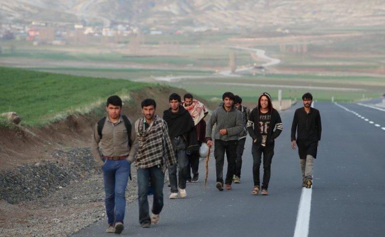 مهاجرون أفغان يدخلون الأراضي التركية. أرشيف