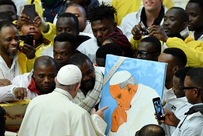 Pope Francis with some migrants during the weekly general audience in the Paul VI Audience Hall in Vatican City, 28 November 2018 | Photo: ANSA/ETTORE FERRARI