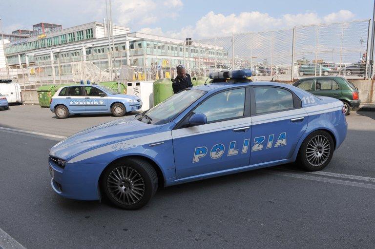 ANSA / صورة أرشيف لعملية مداهمة لشرطة الإيطالية في مدينة جنوى المصدر: أنسا / لوكا زينارو.