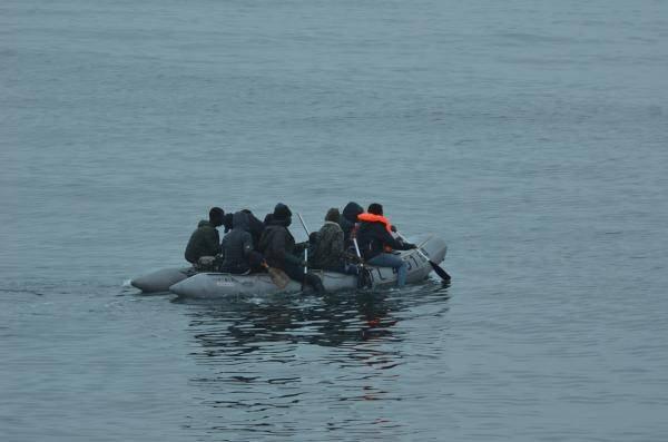 یک قایق مهاجران در حال عبور از کانال مانش. عکس از @premarmanche
