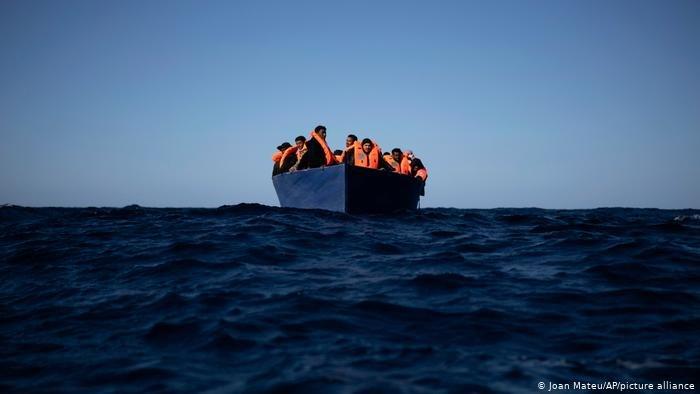 صورة من الأرشيف لمحاولة عبور عبر البحر المتوسط
