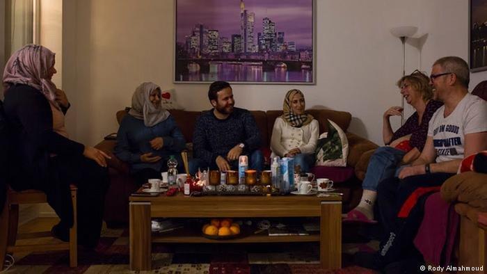 Rody Almahmoud |عائلة غولدشميت الألمانية تستقبل عائلة الحسن السورية في ليلة عيد الميلاد في كولونيا
