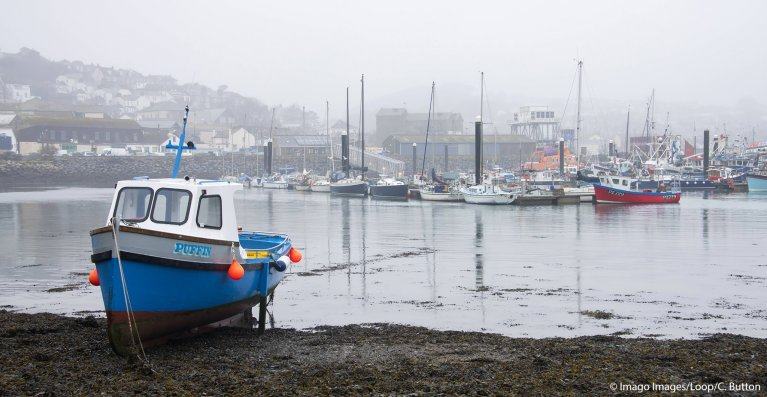 A misty day at Newlyn Harbor in Cornwall, England | Photo: Imago / Chris Button / Loop Images