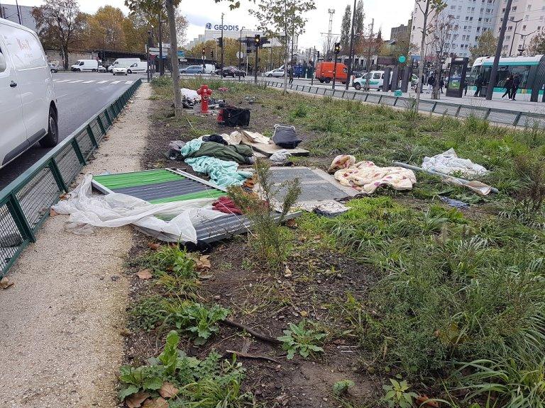 بعض من حاجيات المهاجرين التي خلفوها وراءهم قبيل إخلائهم من بورت دو لا شابيل، 14 تشرين الثاني/نوفنبر 2019. مهاجر نيوز/أرشيف