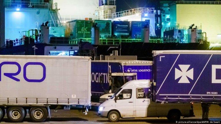 Container trucks in Vlaardingen, The Netherlands | Photo: Picture-alliance/dpa/ANP/M. de Swart