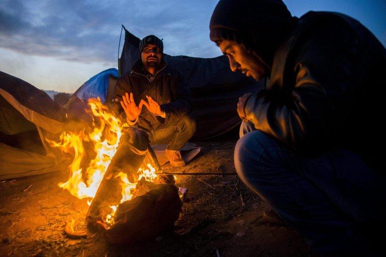 """ansa / مهاجرون على طريق البلقان. المصدر: """"إي بي إيه""""/ زولتان بالوج."""