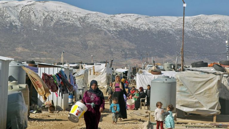 Syrian refugees in Lebanese camp | Photo: Picture-alliance/dpa/M.Naaami