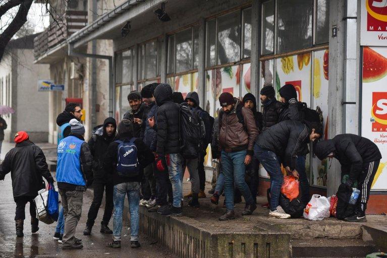En Serbie, des réfugiés en attente de passer la frontière avec la Hongrie (Image d'illustration). Crédit : AP