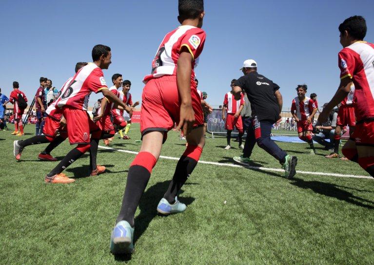 ANSA / أطفال لاجئون ينفذون جانبا من تدريباتهم اليومية خلال مشاركتهم في احتفال أقيم في مخيم الزعتري بالأردن. المصدر: إي بي إيه / إميل بين.