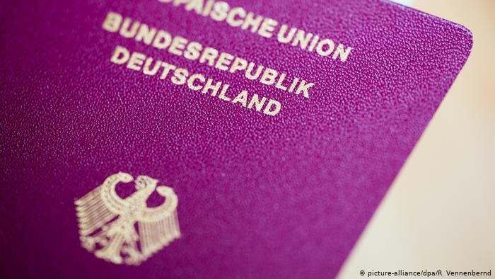 A picture of a German passport cover   Photo: picture-alliance/dpa/ R. Vennenbernd