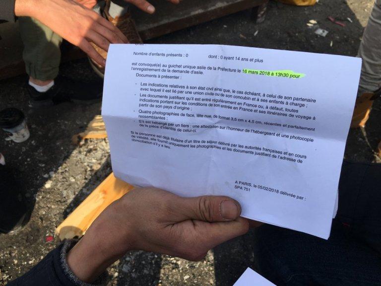 طالب لجوء يرفع دعوة تلقاها من المحافظة للنظر في ملفه/ مهاجر نيوز