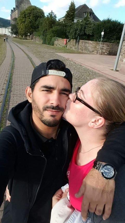 أمين وخطيبته الألمانية في 2016.