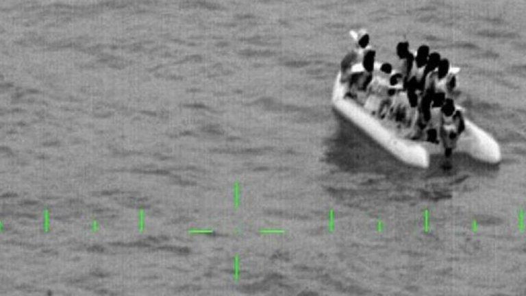 إنقاذ 13 مهاجرا حاولوا عبور المانش/ البحرية الفرنسية