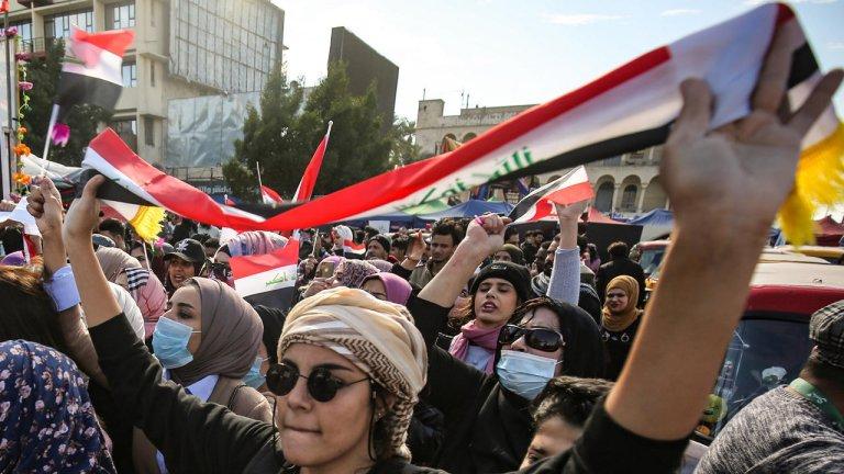 © ( أ ف ب) |نساء عراقيات يخرجن إلى الشوارع في مظاهرة مناهضة للحكومة في ميدان التحرير بالعاصمة بغداد في 13 فبراير/ شباط 2020.