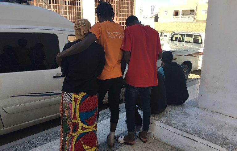 Image d'archive de migrants devant le centre Al Hamdi de Médenine, en octobre 2018. Crédit : InfoMigrants