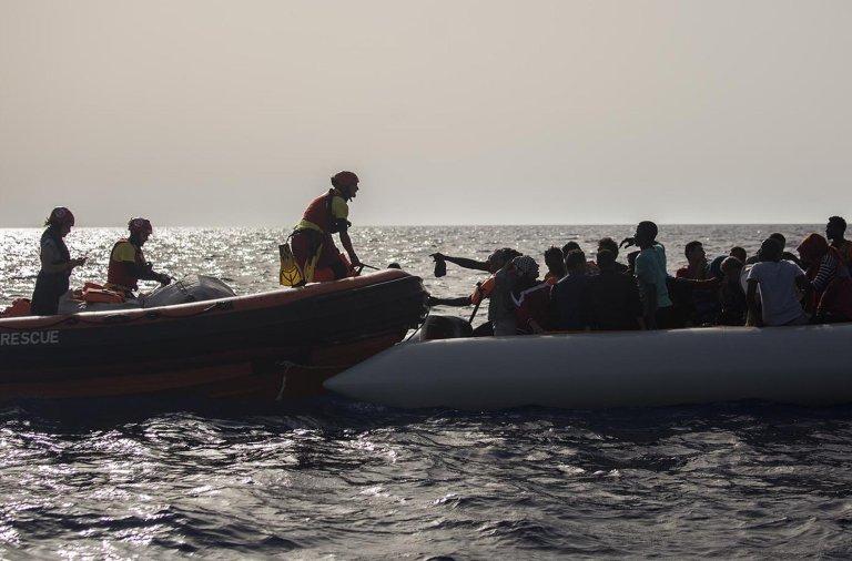 مهاجرون على متن قارب مطاطي قرب السواحل الليبية/ أنسا/ أرشيف
