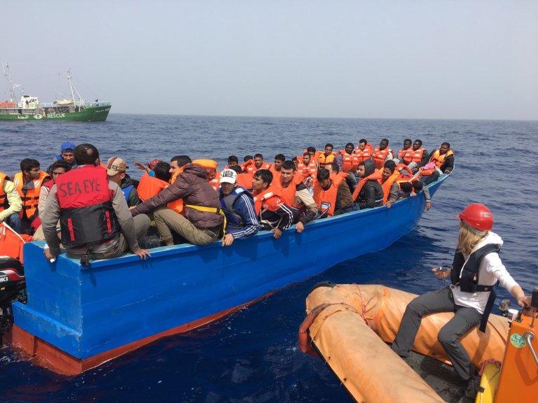 Image d'archive lors d'un sauvetage en Méditerranée par l'ONG SOS Méditerranée. Crédit : Boualem Rhoubachi