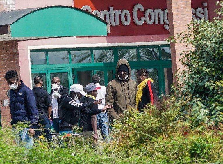 ANSA / مهاجرون في مركز استقبال آلبينيانو في مدينة تورينو. حقوق الصورة: أنسا / تينو رومانو/ TINO ROMANO