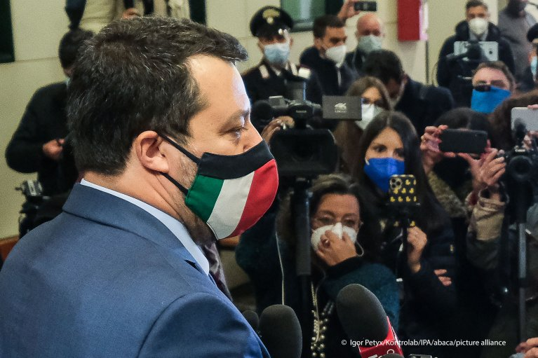 Matteo Salvini at a pess conference in Palermo after local judges decided to indict him in the Open Arms trial. The former interior minister is accused of kidnapping 147 migrants who were aboard the Open Arms in August 2019 | Photo: Igor Petyx/Kontrolab/picture-alliance