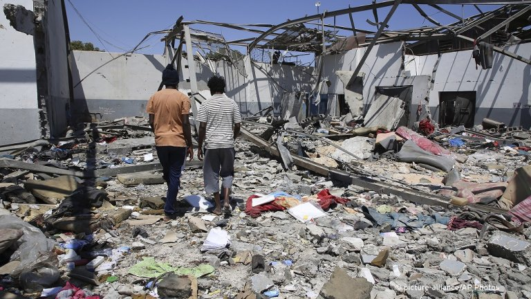 Debris from the Tajoura detention center airstrike on July 3, 2019 | Photo: Hazem Turkia/picture-alliance