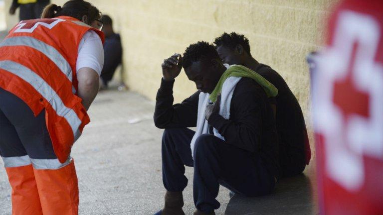 Cristina Quicler, AFP  |La Croix Rouge prend en charge des migrants le 21 juin à Jerez de la Frontera, dans le Sud de l'Espagne.