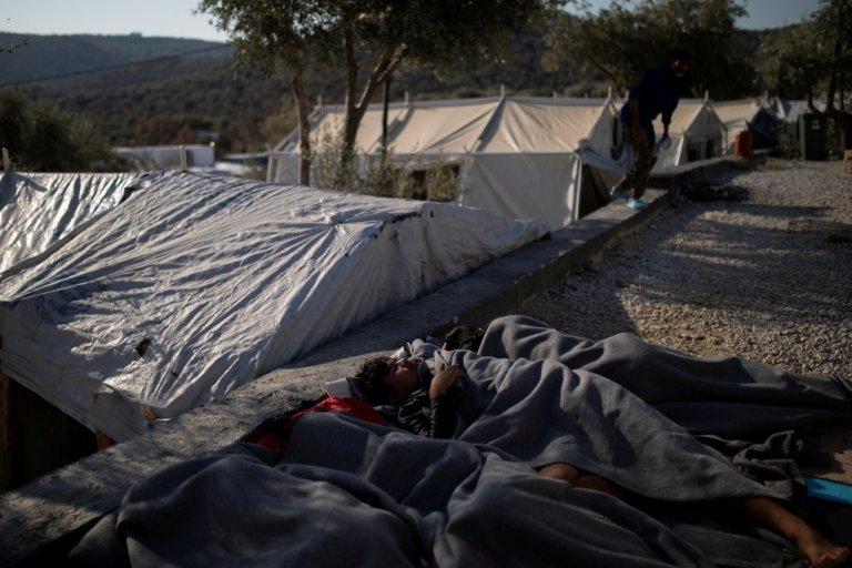 مهاجران در کمپهای جزایر یونان در شرایط ناگواری زندگی میکنند. عکس از رویترز