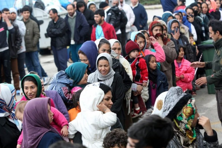 لاجئون في انتظار إتمام معاملاتهم