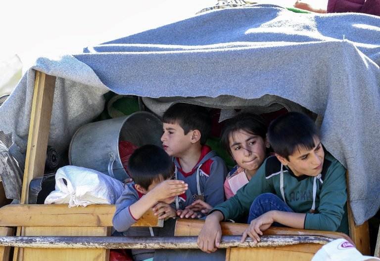 Syrian refugees sit inside their cars waiting to be evacuated from their refugee camps in the village of Arsal, east of Lebanon, 23 July 2018, to return home to their villages in al-Qalamoun area in the western Damascus countryside | Photo: EPA/NABIL MOUNZER