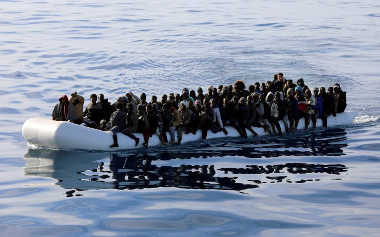 REUTERS/Hani Amara/File Photo | Un bateau de migrants au large de la Libye.