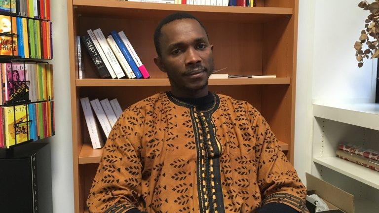 Apha Kaba, dans les bureaux de son éditeur Fayard , à Paris, le 6 mars 2019. Crédit : InfoMigrants
