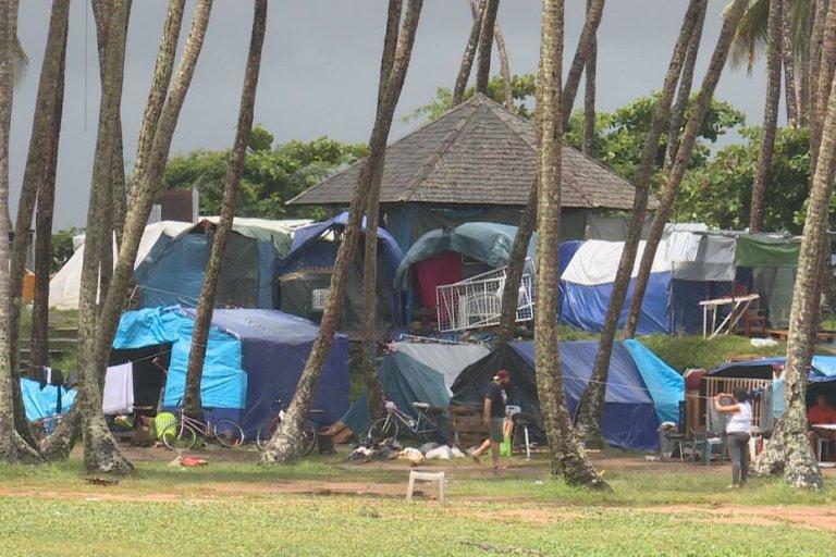 مخيم Poine Buzaré في كايين، عاصمة غويانا. الصورة من قناة Guyane 1ere