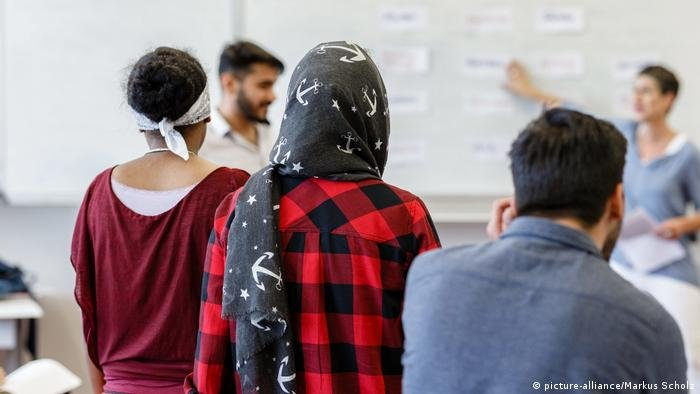 Applications for asylum fell in 2020 due to the pandemic   Photo: picture-alliance/Markus Scholz