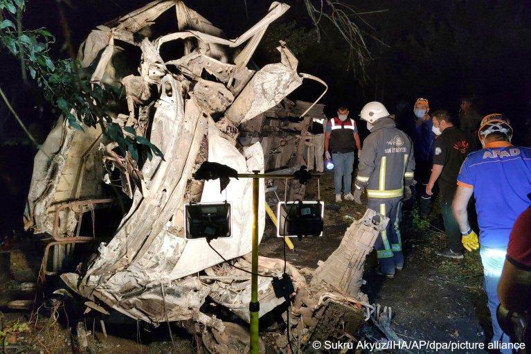 A bus crash on July 11, 2021, in Van, eastern Turkey, killed at least 12 migrants   Photo: picture alliance/dpa/IHA/AP/Sukru Akyuz