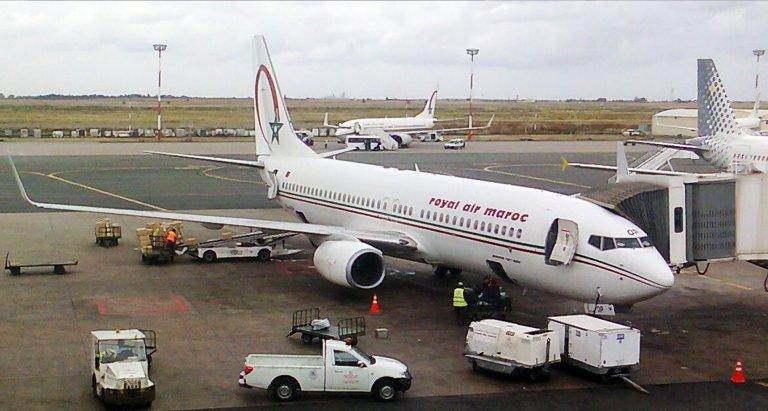 Maher27777/CC/Wikimédia Commons |Un avion de la compagnie Royal Air Maroc lors de son chargement sur le tarmac de l'aéroport international Mohammed V de Casablanca.