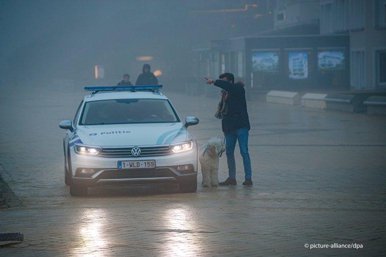 پولیس بلژیک  شش مهاجر را بعد از یک تلاش ناکام برای عبور از کانال مانش دستگیر کرد. عکس پیکچر الیانس