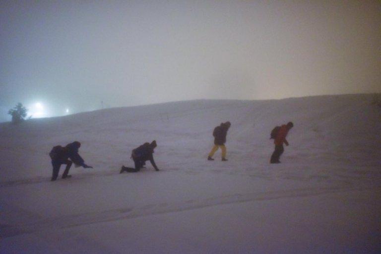 Des migrants traversent les Alpes, en février 2021. Crédit : InfoMigrants