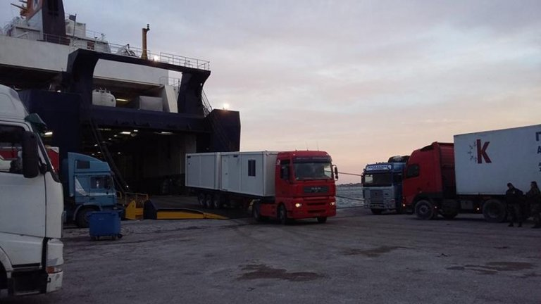 Container 'homes' finally being sent to Lesbos migrant camp amid rising tensions | Credit: bloko.gr
