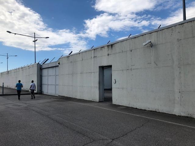ANSA / مركز ترحيل المهاجرين في غراديسكا دي إسونسو بمقاطعة فريولي فينيتسيا جوليا. المصدر: أليس فوميس.
